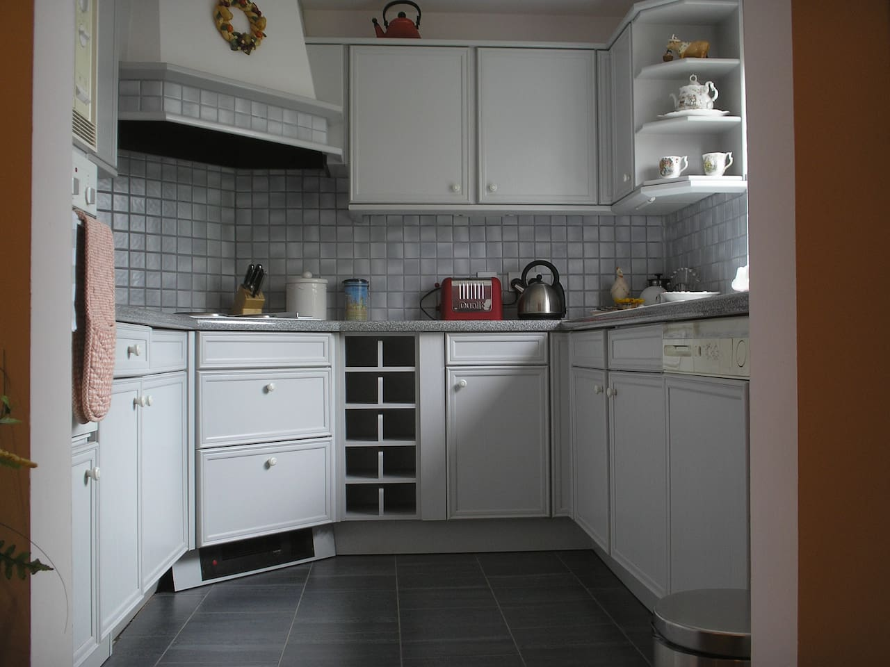 Thoughtful and well equipped kitchen serves both the fast food and gourmand/gourmet cook...