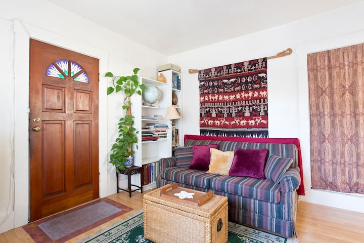 Convenient private room in Berkeley
