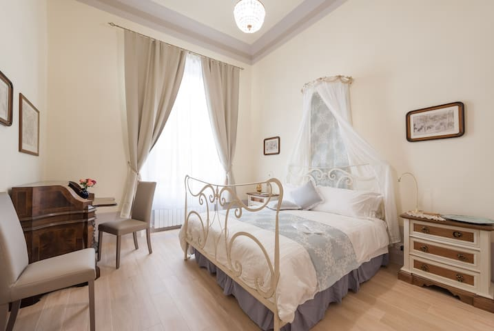 2- classic bedroom, with a double bed