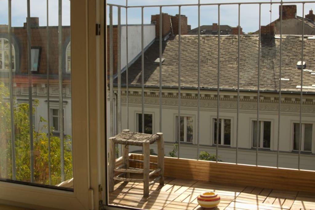 kreuzberg cosy sunny top floor apartments for rent in berlin berlin germany. Black Bedroom Furniture Sets. Home Design Ideas