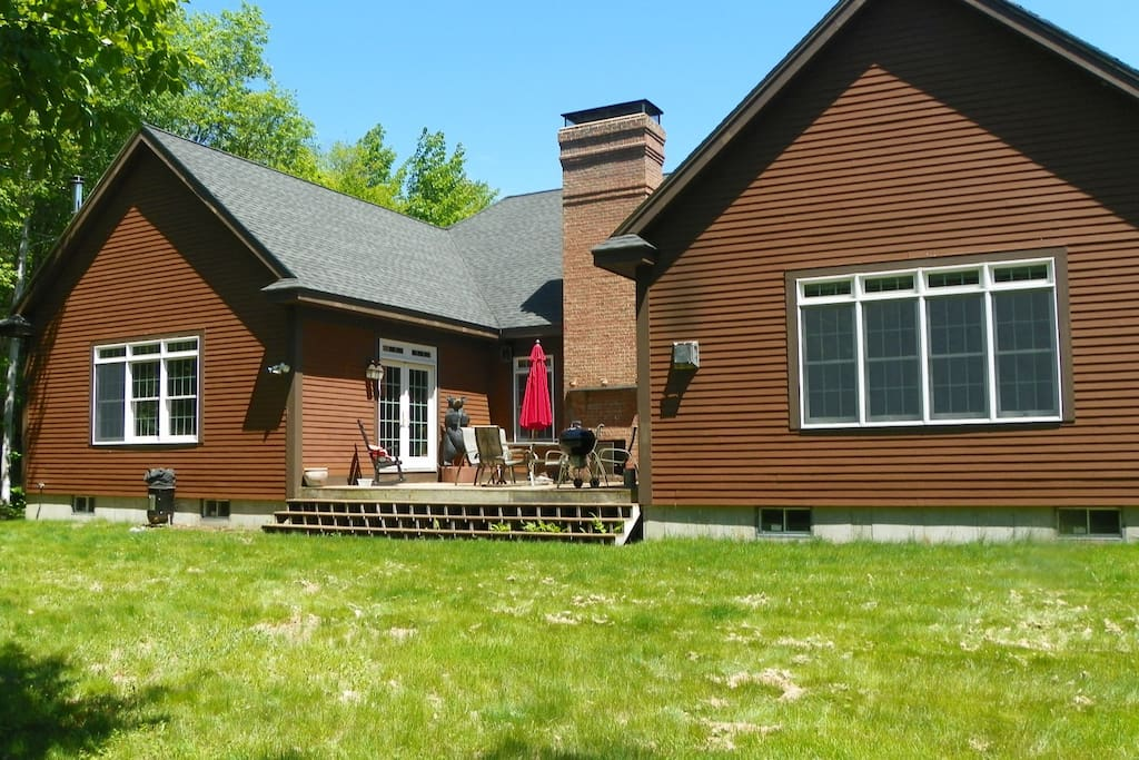 5 bedroom Luxury Vacation Home with lots of yard and close to trails in Waterville Valley Resort
