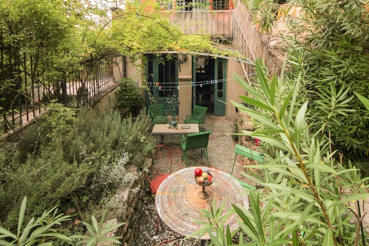 Romantic Studio with Pool Access (not in August)