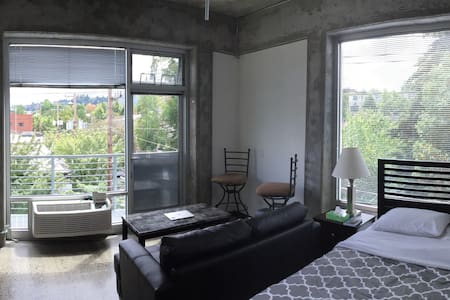 Sun soaked Studio in The Pearl District - Portland - Apartment