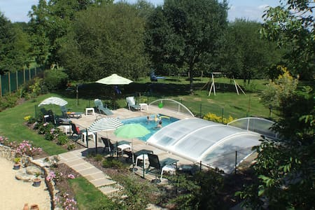 Two bedroom cottage - heated pool - Saint-Servant
