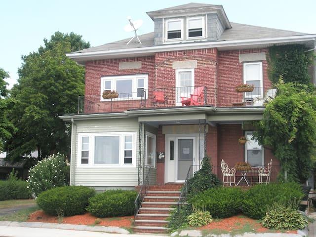 Temporary Housing Boston - บอสตัน - บ้าน
