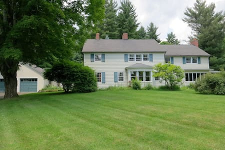Cornwall Colonial w/ Twin Bedroom - Huis