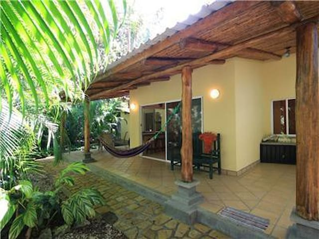 2 Bedroom House Close to Surf, Market, and Dining - Nosara - Ev
