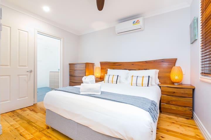 The main bedroom, complete queen bed, en-quite & robe for your belongings.