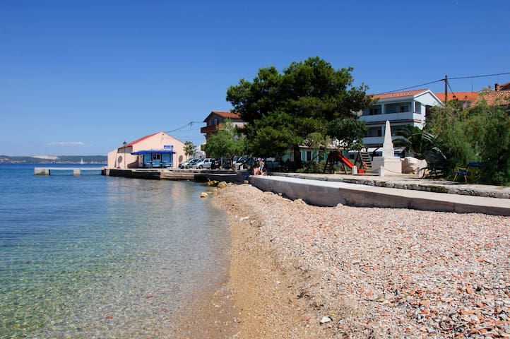 Sea front, lovely studio apartment Riva