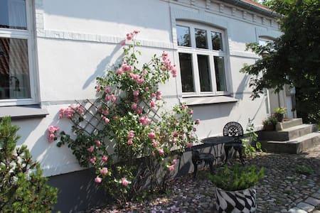 Stort byhus i gamle Ebeltoft - Ebeltoft