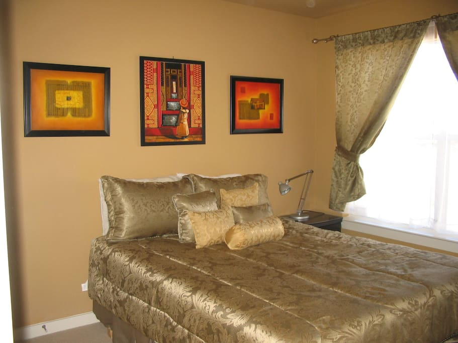 second guest room with queen bed