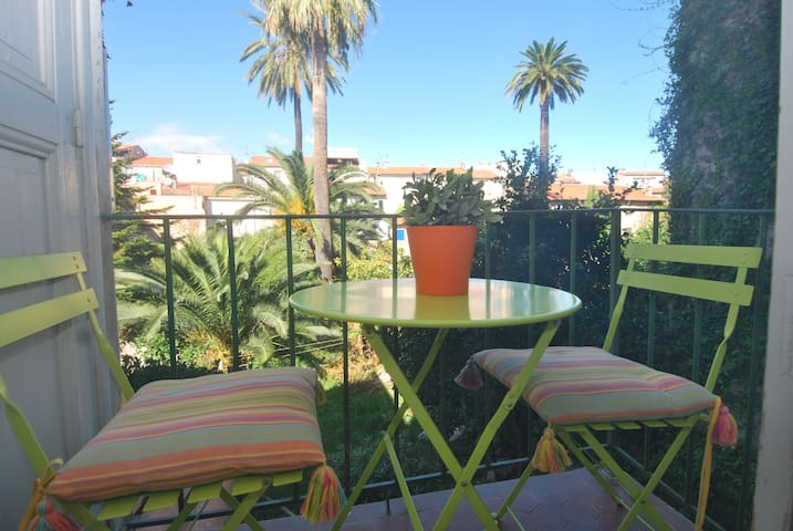 1 bed Old Antibes w/AC & Balcony - Antibes - Wohnung