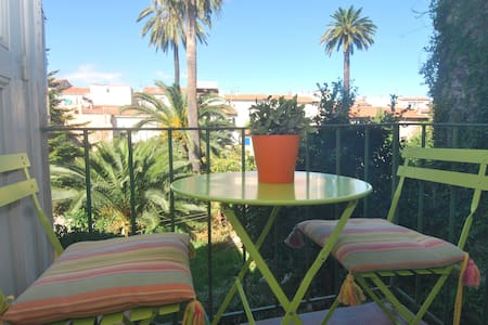 1 bed Old Antibes w/AC & Balcony - Antibes