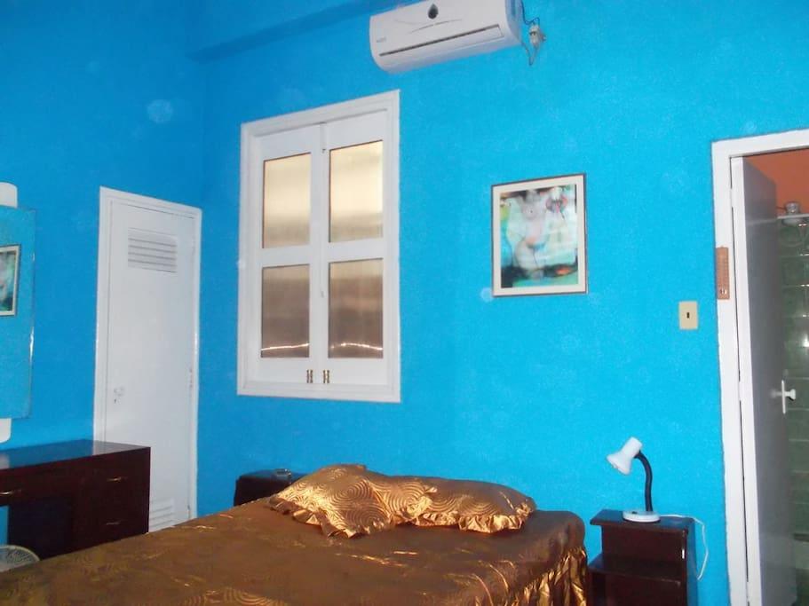 Dormitorio con aire condicionado / Bedroom with air-condition