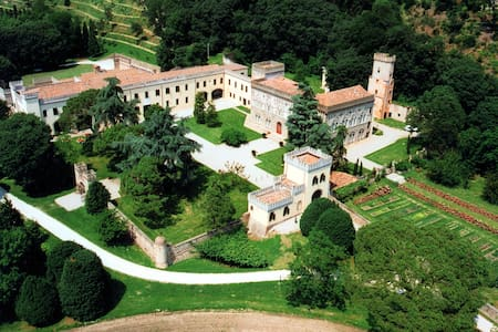 Volto - Stunning ancient Castle with heated pool