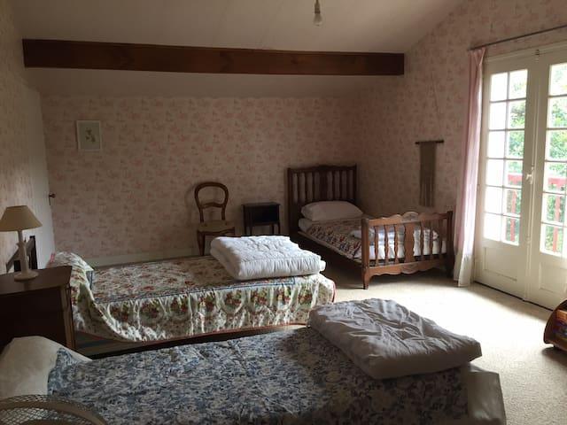 Chambre IV, idéale pour enfants, 4 petits lits