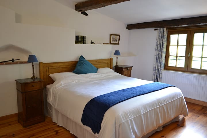 Blue room in charming chambre d'hôte with views