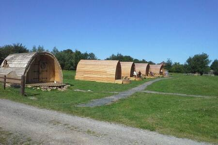 The Strawberry Glamping Pod (sleeps 2 people) - East Huntspill - Zomerhuis/Cottage