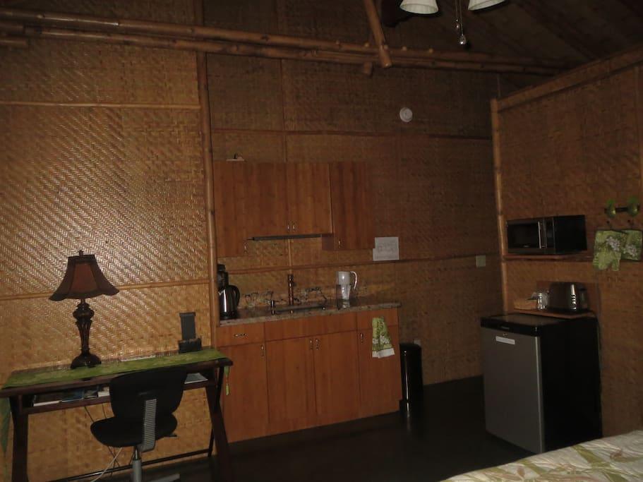kitchenette & desk in the Omaomao Room