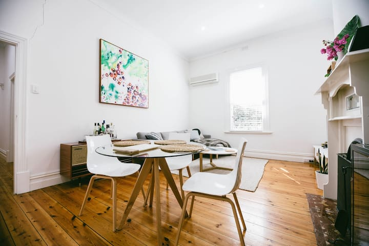 Cottage on city fringe-walk to city - Unley - House