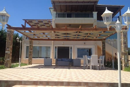 New listing! Luxury beach house - Niforeika