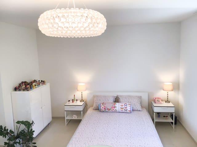 Modern Attika room with balcony 8km from Lucerne