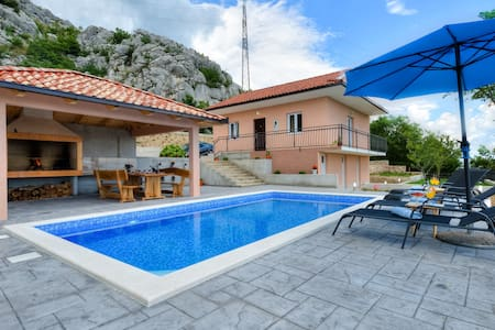 Villa Maria with private pool near Split - Klis - Villa