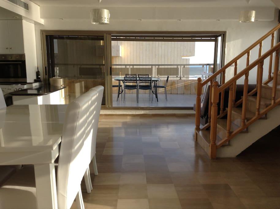 Appartement pieds dans l 39 eau appartements louer for Appartement israel netanya