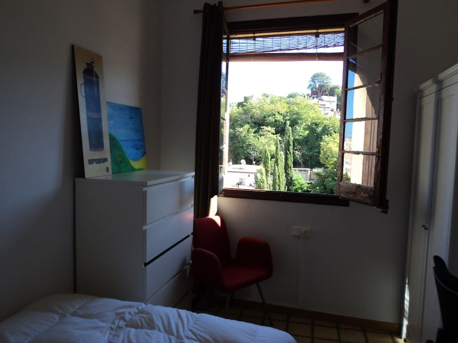 Very sunny room in montjuik park chambres d 39 h tes - Chambre d hote barcelone centre ...