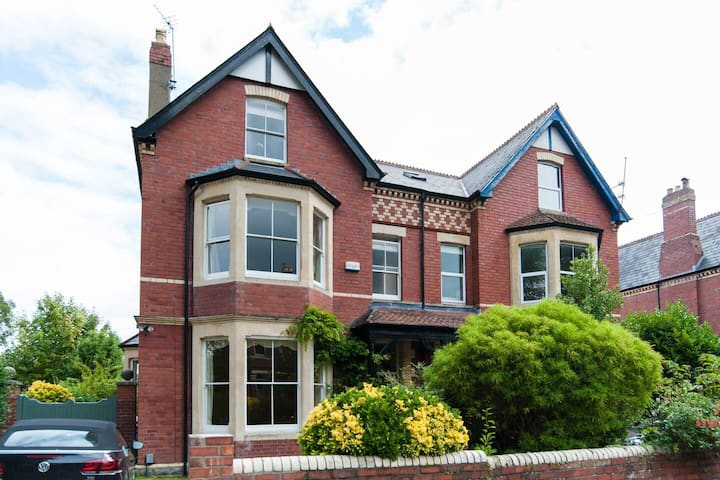 Beautiful large victorian house close to seafront