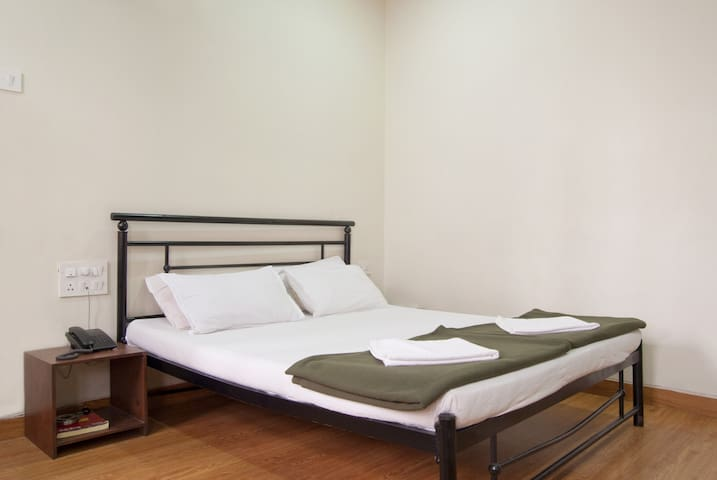 Budget Rooms in an Expensive city  - Mumbai - Bed & Breakfast