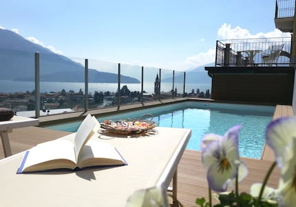 Villa Perla del Lago : garden, pool and hot tub - Domaso - 別荘