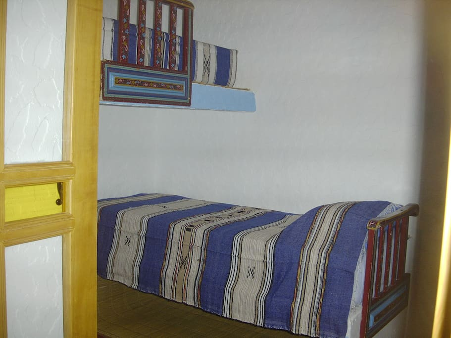 Chambre Chaouen, le lit simple