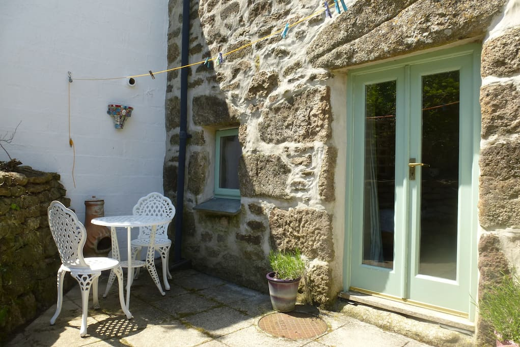 Dine 'al fresco' in the lovely Cornish sunshine!