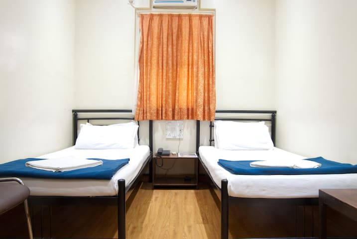 Budget Double Occupancy Room - Mumbai - Bed & Breakfast