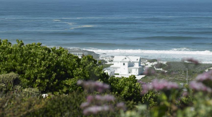 the White House Beach Villa - Yzerfontein - Villa