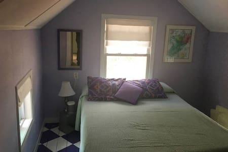 Guest Bedroom in Cozy Cottage on Lake Attitash - Amesbury - Hus