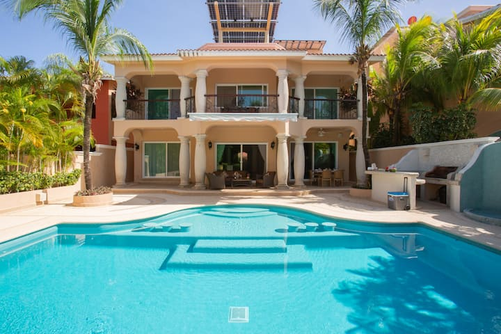 Elegant 5BD villa with private pool close to beach