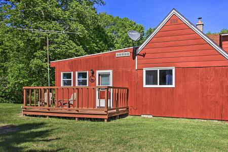 NEW! Escape w/Deck, Walk to Big/Little Turtle Lake