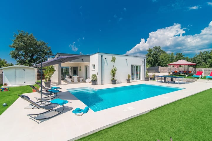 Modern 3 bedroom villa with pool / Francesca