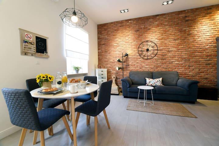 MODERN & NEW 2 BEDROOM APT (70m²) IN VERY CENTER
