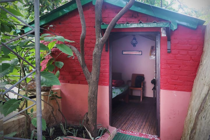 Neem Karoli Baba, Kainchi Dham - Sampurnanand stay