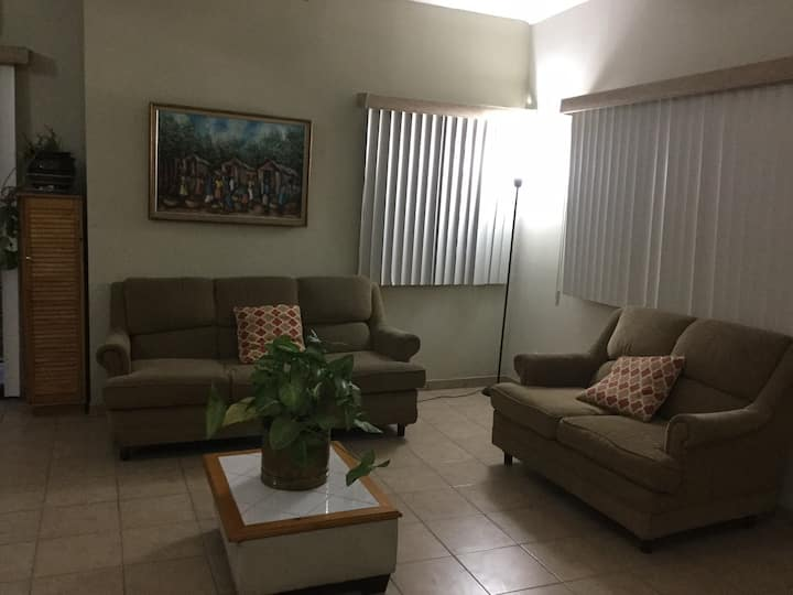 Fully Furnished Family Home / 1 to 4 guests