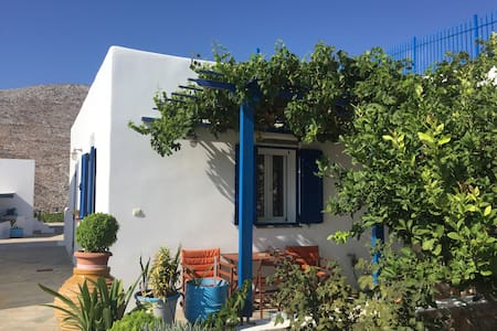 Beautiful cycladic house in Tholaria with garden