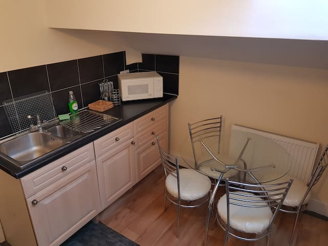 1 Bedroom Flat with free parking and wifi