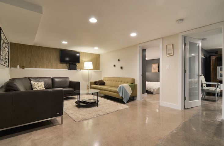 2 bed Greenlake Apt- 30 days or more low rates