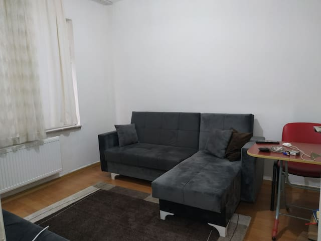 EASY TRANSPORTATION,CLEAN AND COMFORTABLE HOUSE
