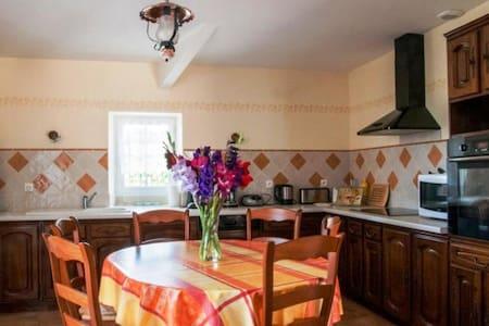 Magnifique Maison avec Piscine à la Campagne - Semoussac