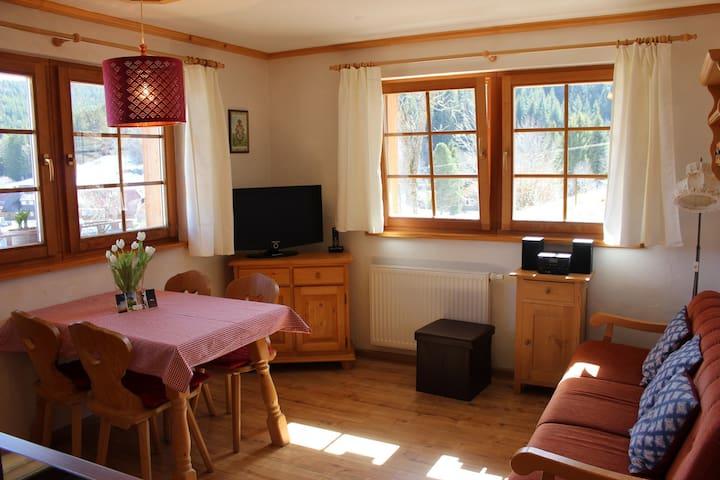 Urbanshof, (Hinterzarten), Ferienwohnung Titisee, 60qm, 2 Schlafzimmer, max. 4 Personen
