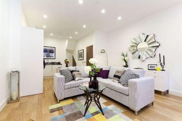 Bedroom with en-suite in Hackney Central